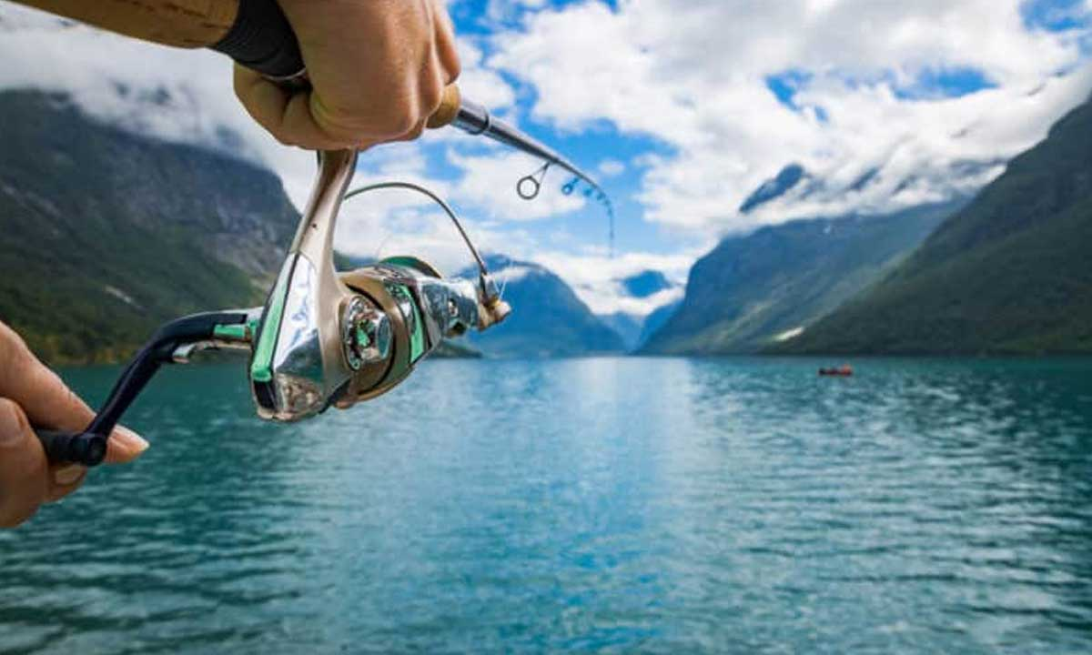 Can angler use a Spinning reel on a casting rod?